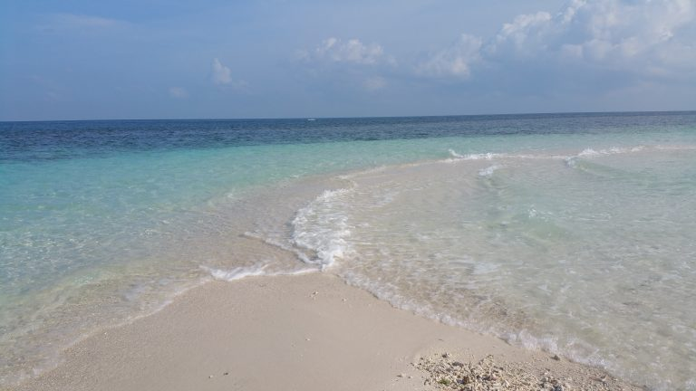 white beach camiguin filipinas